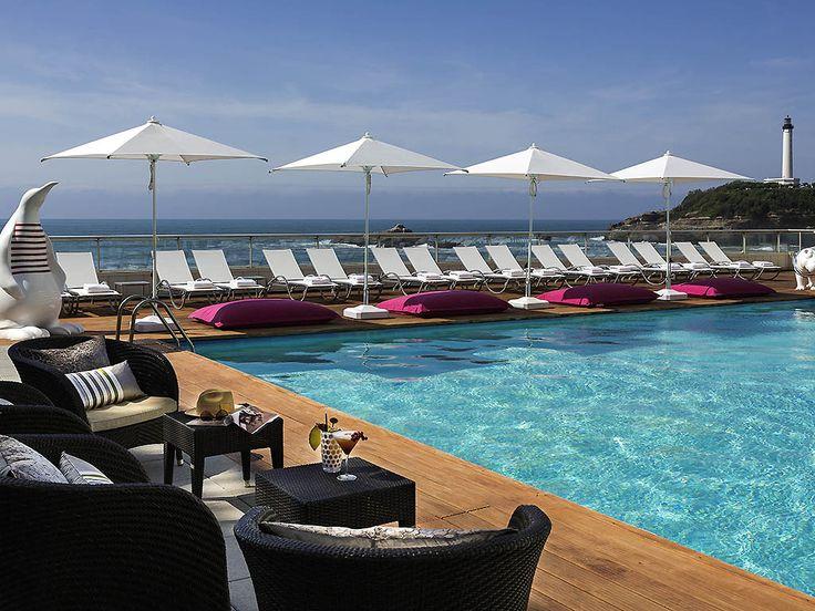 Hotel 5 étoiles, le Sofitel Biarritz Le Miramar Thalassa sea & spa est une escale incontournable de la Côte Basque. Venez profiter de sa situation idéale, vue sur la mer et à 2 pas du centre ville et du casino. Reposez-vous sur la terrasse privative de votre chambre, découvrez sa piscine extérieure d'eau de mer chauffée et détendez-vous dans le magnifique institut de thalassothérapie. Régalez-vous de saveurs locales gastronomiques ou bien être allégées dans nos restaurants à la vue im...