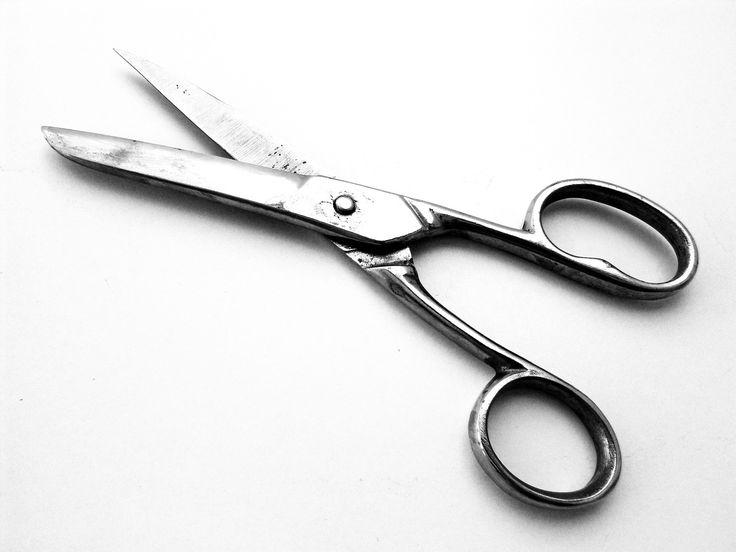 Dos trucos caseros para afilar unas tijeras rápidamente