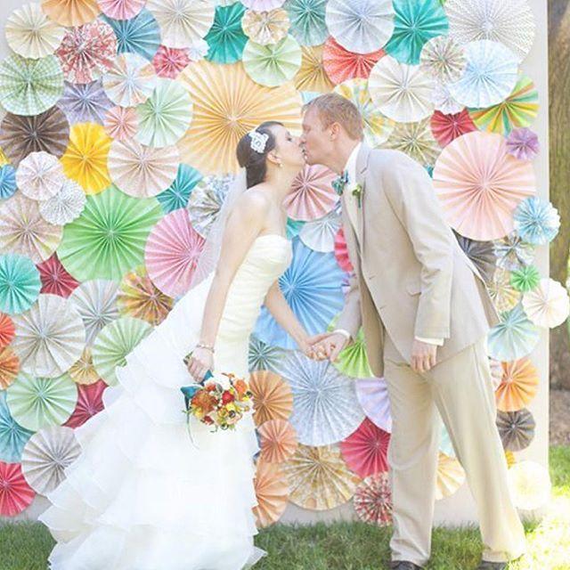 * #ペーパーファン って知ってる?♡⃝⋆●♡⑅⃝◌ . 紙で作られた装飾グッズ《ペーパーファン》は 海外のウェディングやパーティーで大人気 ⋈*。 . 扇がモチーフの飾りなので ドレスだけじゃなくて和装にもぴったり! 結婚式や前撮りに取り入れてみてはいかが💓 . . #ペーパーファン #海外ウェディング #paperfan #ペーパーアイテム #装飾 #扇型 #DIY #手作り #ウェディング #パーティー #披露宴会場 #結婚式準備 #プレ花嫁 #marry #marryxoxo