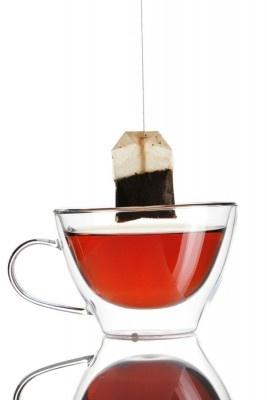 Detox-Effekt: Mit Tee entgiften    Rooibos-Tee vertreibt das Verlangen nach Süßem, grüner Tee kurbelt den Stoffwechsel an und Mate-Tee bremst den Hunger. In kleinen Schlucken getrunken füllt Tee den Magen, reinigt den Körper und befreit ihn von Giftstoffen.
