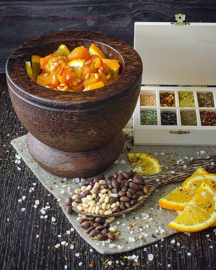 Блюда из тыквы очень популярны во всем мире. В Европе из тыквы варят суп, готовят запеканки, пюре, салаты, а в австрийской Штирии можно отведать даже тыквенный шнапс и тыквенный кофе. В Армении тыкву пекут, добавляют в плов, фаршируют рисом или кизилом с орехами, тушат с чечевицей. В Индии из нее делают отличную халву.