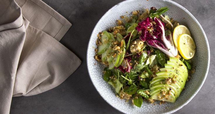 Πράσινη σαλάτα με μήλο,τόφου και βινεγκρέτ μουστάρδας από τον Άκη Πετρετζίκη.Ένα υπέροχο,γρήγορο γεύμα,μία δροσερή πρόταση για όλους και κυρίως για χορτοφάγους