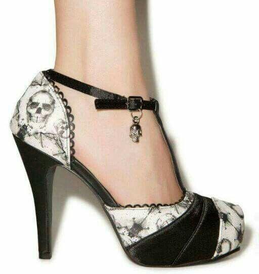 Schuhe mit totenkopf absatz