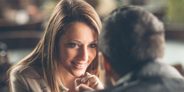 Serviço português de encontros une online e offline