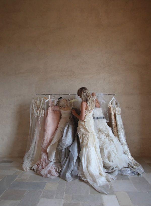 Trouwjurk inspiratie: Zo vind je de wedding dress dat bij ieder figuur past. Bruidjurk: Slank, volslank, plussize, stevig, mager, lang, kort, dik, dun, dit schema gaat jou met tips helpen!