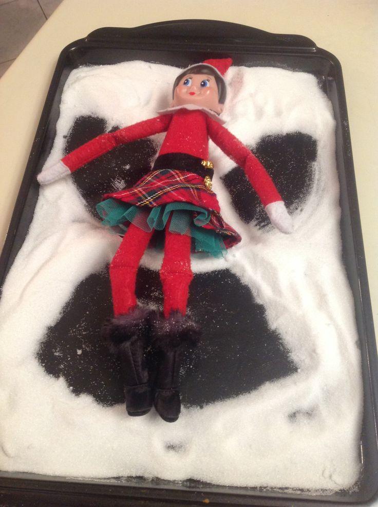 17 décembre: On croit que Flocon est un peu obsédée du sucré! Du sucre en poudre et un suçon dans le lunch d'Amélie, la dégustation de sucreries et maintenant elle nous laisse un très bel ange dans du sucre blanc!