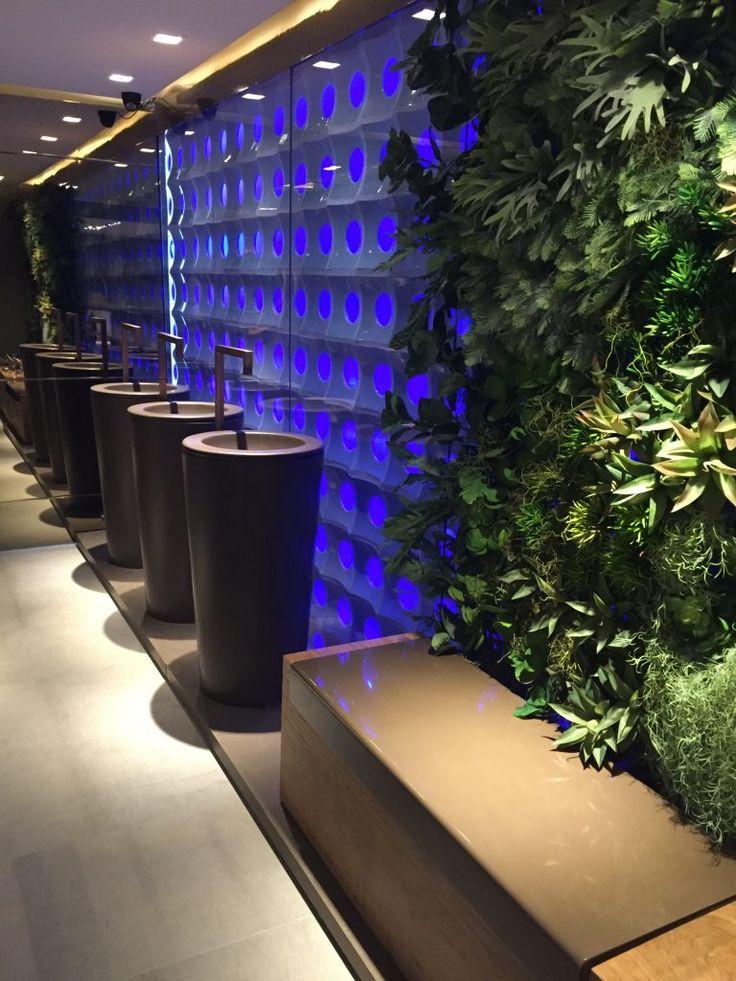 casa cor paraiba - banheiros  públicos - bancada de coluna deca - torneira deca acabamento gold mate - cobogó e parede verde