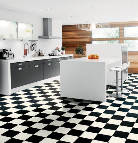 Laminatgolv i köket - svart och vit-rutigt?