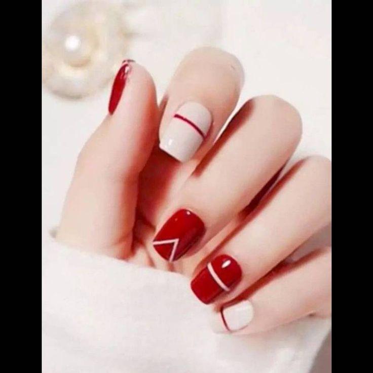 Nail art de Noël rouge et blanc