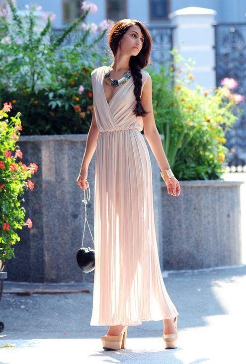 ふんわりとした透け感がエレガントなシフォンのドレスは春夏にぴったり♡春夏ファッションのお呼ばれドレス参考♪
