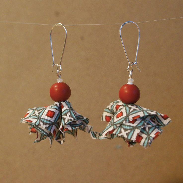 Boucles d'oreilles en tissu Petit Pan. Bijoux fait main par Cocotte et bricoles