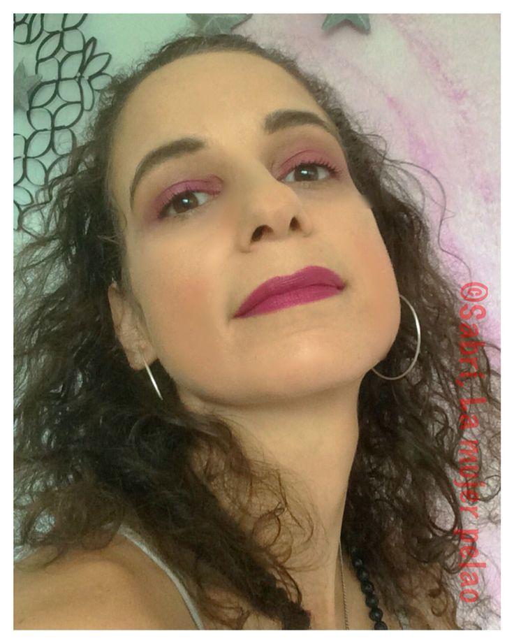 #motd: #Pretty in #pink! I love #brightpink #eyeshadow; the trick is to #skip #eyeliner and #taupe in #crease. #lipstick: #jordana #matte #itgirl. #beauty #belleza #cosmetics #cosmeticos #makeup #eyeshadowjunkie #beautyonabudget #lamujerpelao.