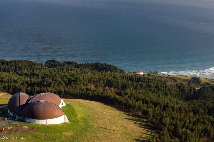 Es uno de los Museos más visitados de Asturias, situado además en un sitio espectacular: Museo del Jurásico de Asturias en Colunga.