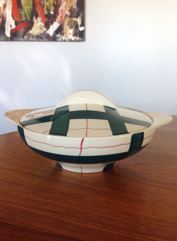 Two stunning Midcentury tureens by J G Meakin - one with a lid - in the rare Habitant design of the 1950s. The hand painted green and red plaid is fantastic. These lovely items are in excellent vintage condition, with no crazing, chips or cracks. Look unused. Let me know if you would