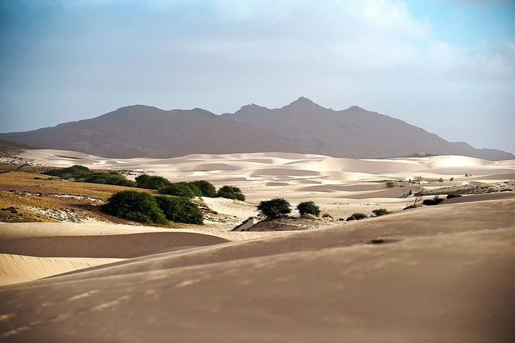 Kap Verde, Boavista: Boavistan saarella voit myös tutustua upeisiin hiekkadyyneihin patikoiden tai vaikkapa mönkijän kyydissä. www.finnmatkat.fi