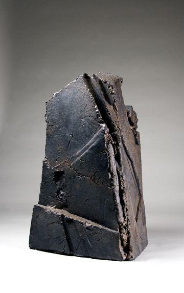 楊上峰 black asymmetrical ceramic vase