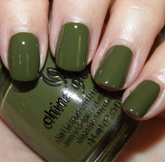 China Glaze's Colour of the Month: Westside Warrior just happens to be the right shade of moss I'd been searching for.