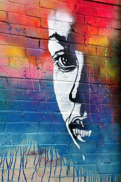 El arte no es un espejo para reflejar el mundo, sino un martillo con el que golpearlo