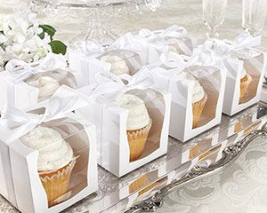 Now that the custom cupcake has made it to preferred-party-favor status, its all about the gift presentation! Kate Aspens clear display cupcake box puts the perfect party-favor spin on the customized cupcake of your choice--and you can personalize the box, too! #timelesstreasure   #favor boxes