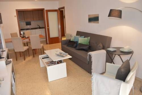 Tarragona Suites Santa Tecla Tarragona Tarragona Suites Santa Tecla offers accommodation in Tarragona, 600 metres from Marina Tarragona. Guests benefit from terrace.  There is a seating area, a dining area and a kitchen complete with an oven, a microwave and a fridge.
