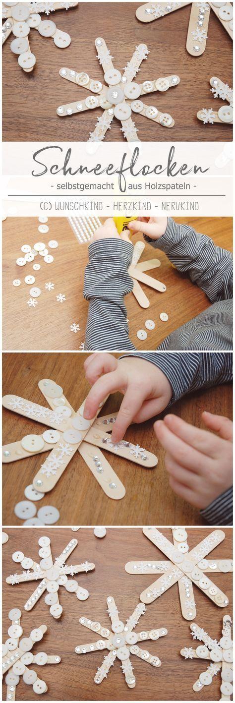 Basteln zur Weihnachtszeit. Das gehört einfach zusammen und diese wunderschönen Schneeflocken aus Holzspateln sind eine schnelle und tolle Bastelidee für Zwischendurch. – Basteln mit Kindern – Weihnachtszeit – Adventszeit – Winter – – Christina Rettenmoser