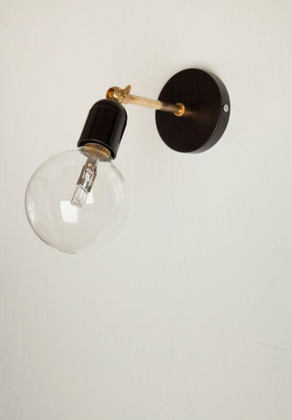 Wandlampe mit schwarzem Bakelit Fassung und von SparkandBell
