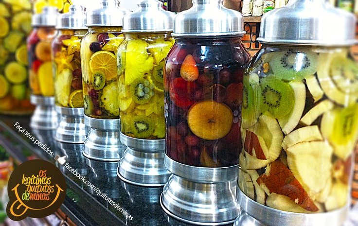 Cachaças curtidas na fruta. Delíciosas. Peça a sua em facebook.com/quitutesdeminas