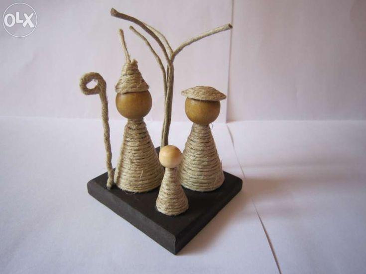 8 €: Materiais: madeira, fio norte  Dimensões: base 5,5x5,5cm Altura: aprox 8cm  Cada presépio: 8€  Portes a cargo do comprador
