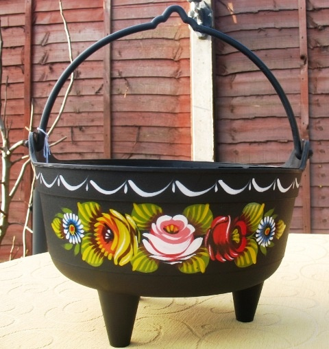 """Plastic cauldron 10"""" in diameter, perfect for planting  flowers for display on you boat top"""