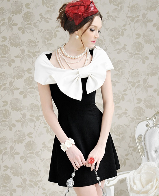 Beautiful: Bows Ti, Woolen Dresses, Fashion Style Boards, Boats Neck, Portraits Dresses, Lady Fashion, Lady Dresses, Black White, Shorts Sleeve Dresses