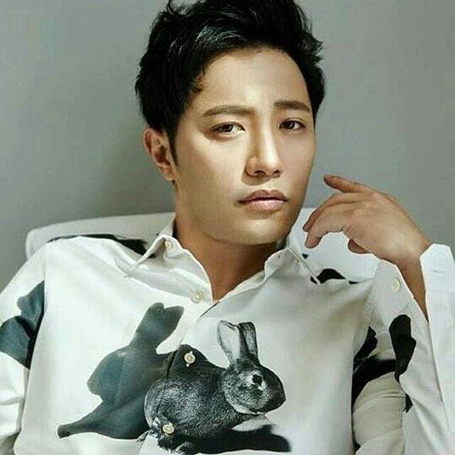"Jin goo berperan sebagai seo dae young di ""DESCENDANT OF THE SUN"" #seodaeyoung #jingoo #descendantsofthesun"