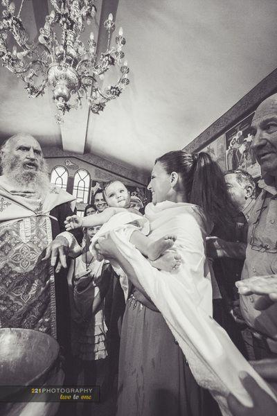 Η βάπτιση της μικρής Μαίρης. Ι.Ν. Αγίων Αποστόλων Προβάλινθου, Ν.Μάκρη. 221 wedding and baptism photography  #φωτογραφια #βαπτισης #baptismphotographygreece