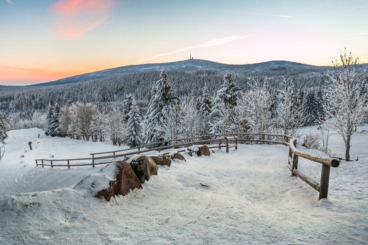 Winterwanderung zum Brocken am 07.02.2015  Der Brocken lag bei Sonnenaufgang bei bestem Winterwetter vor uns