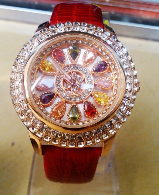 Women Big Diamond Bracelet Watches Luxury Crystal Women Bracelet Watch quartz Mashali Dress Watch Ladies Rhinestone Wristwatches