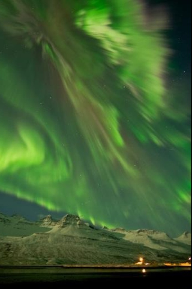 Northen Light in rocky mountains
