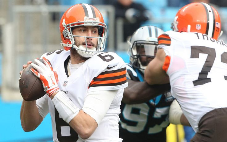 Cleveland Browns quarterback Brian Hoyer looks to throw a pass after starter Johnny Manziel left the game in the second quarter after an injury against the Carolina Panthers.  (John Kuntz / The Plain Dealer)