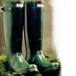 Hunter Ladies Huntress Wellies These are the original green wellington boots, but now cut for the perfect fit for a ladies foot... http://www.comparestoreprices.co.uk/womens-shoes/hunter-ladies-huntress-wellies.asp
