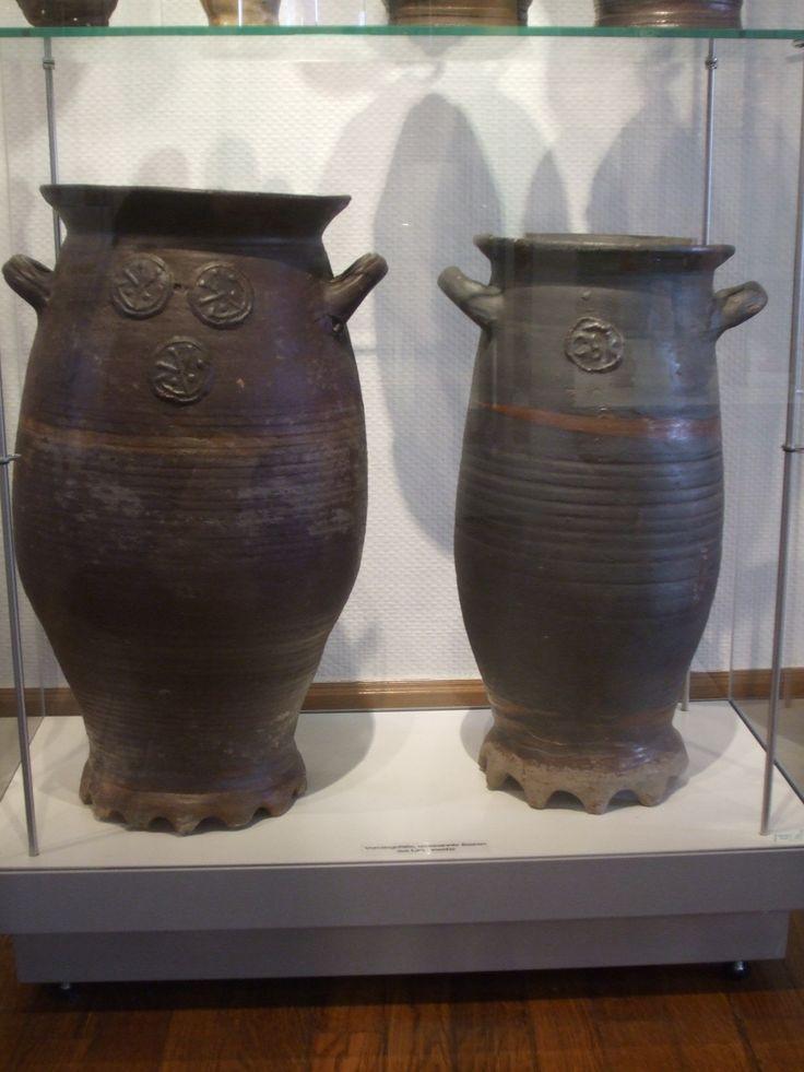 """""""Ein & Drei Schilder Baare"""" Saltglazed stoneware, Langerwehe. Collection Töpfereimuseum Burg Raeren, Belgium."""