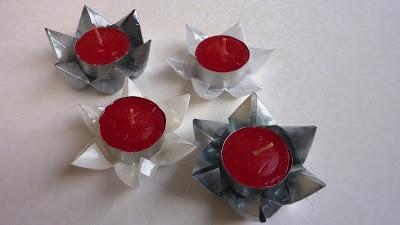 un lavoretto per bambini facile facile realizzato con ilriciclo creativodi bottiglie inplastica e piccole candele.