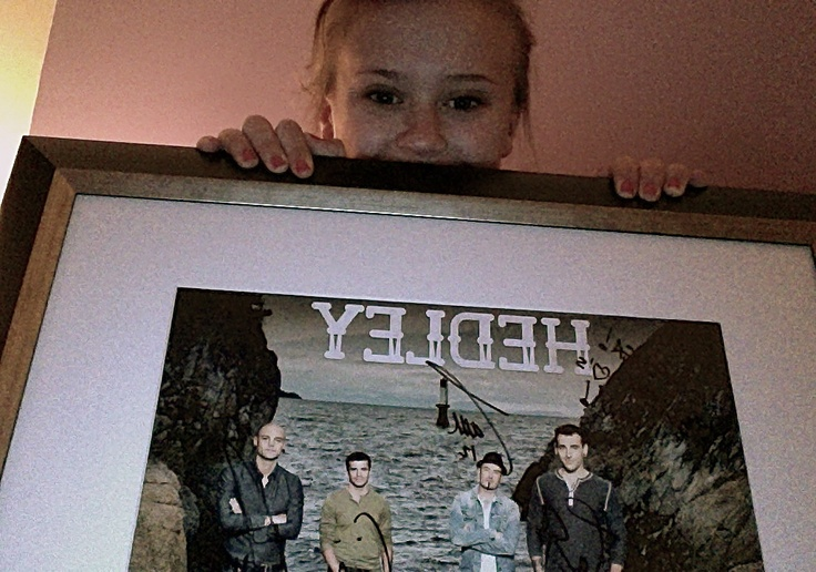 """i love them~:) they wrote """"chelsea! hedley <3's you!"""""""