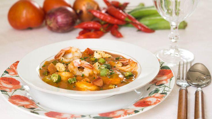 O original shrimp, chicken and sausage Gumbo - http://www.casalcozinha.com.br/receita/gumbo/