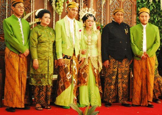 An Insight Into An Indonesian Wedding - Semarang Style