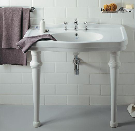 Per chi vuole #arredare il proprio #bagno con un gusto e raffinatezza, richiamando atmosfere retrò ed eleganti @ceramicasimas propone la linea di #sanitari #Londra. www.gasparinionline.it #interiors #arredamento #bathroomdesign #ideebagno #picoftheday #inspire