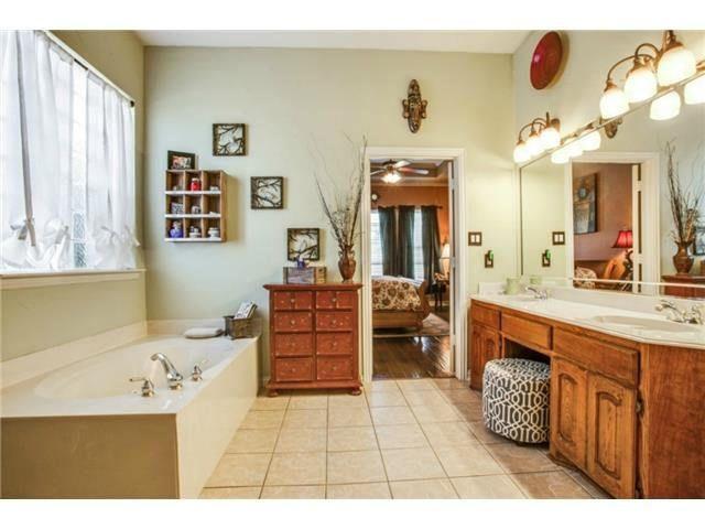 Master Bath W Dual Sinks, Separate Shower, U0026 Jetted Tub