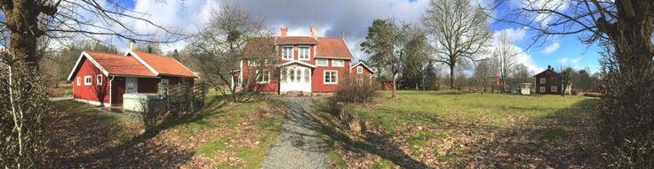 Villa Vilan: The house in summer // (Farm holidays & Bed and breakfast, Sweden / Ferien auf dem Bauernhof & Zimmer mit Frühstück, Schweden / Bo på lantgård & Rum och frukost, Sverige, Småland)