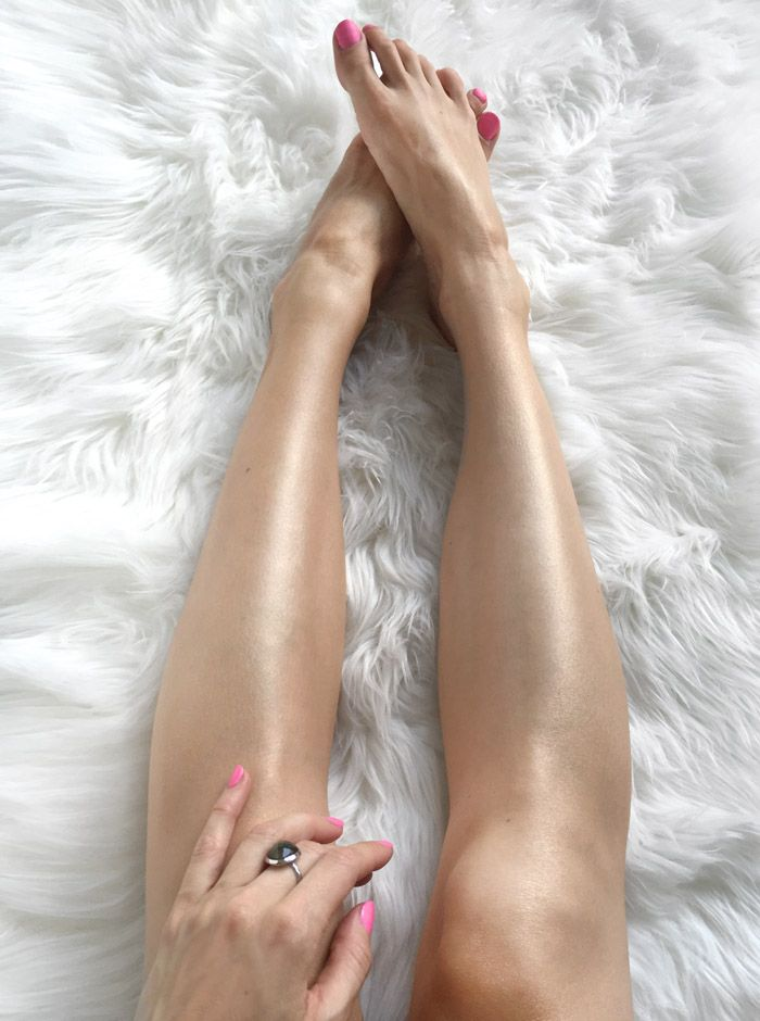 Looking to get shiny legs so you get that healthy glow in your stilettos? Here are 3 easy steps I take to make my legs shiny all year round!