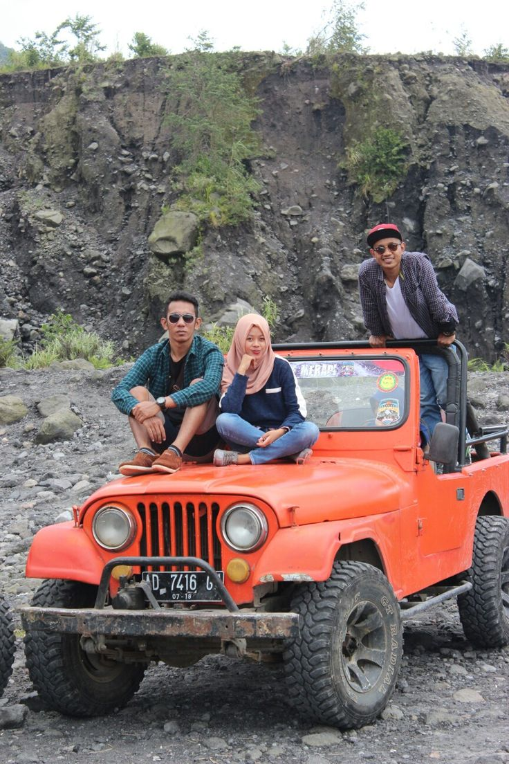 Jeep . Let's movin on Lava tour with my friends #lavatour #mountain #bestfriend #universe