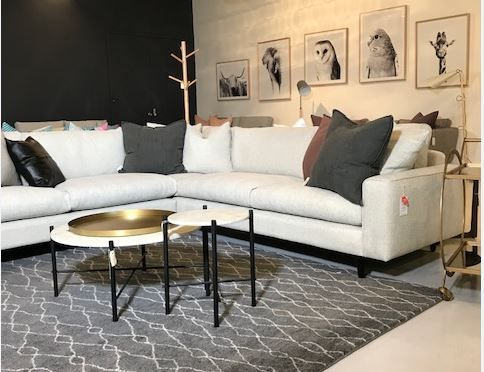 Sofa Would Be Used If The Piece Of Furniture Is Particularly More  Ostentatious, Expensive Or Plush. A Couch Was A Low, Bed Like Piece Of  Furniture For Lying ...