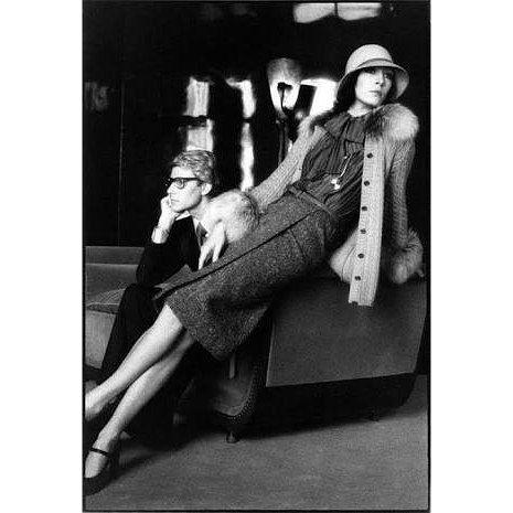 "863 aprecieri, 98 comentarii - Renata Rocha Brito (@renatarochabrito) pe Instagram: ""Yves Saint Laurent and Anjelica Huston - 1955 - Photographed by David Bailey - British…"""