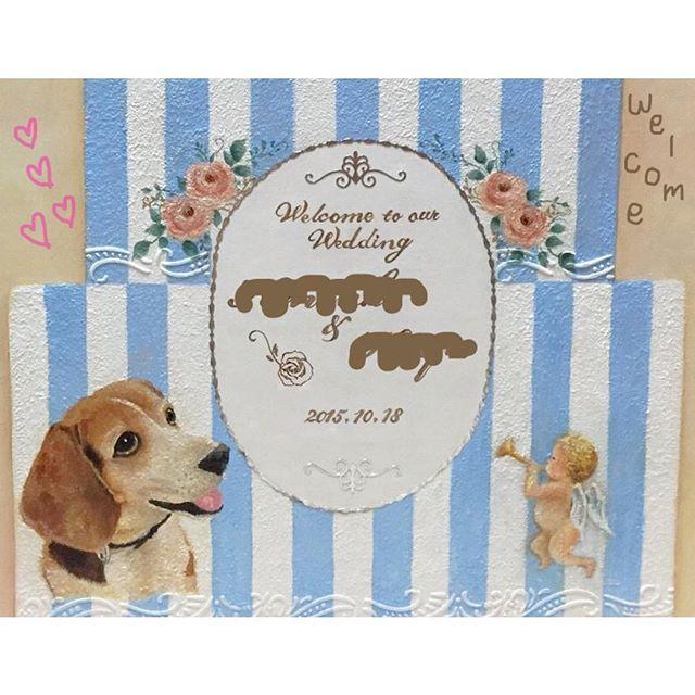 . . . 皆さま♡ おひさしぶりです🙈💕 ゆんみんとでございます。 . 本日はオーダーメイドの 結婚式当日を彩る ウェルカムボードのご案内で ございます(^O^)!!! . こちらのウェルカムボード、 ビーグル犬を飼っている私の 友人の娘さまの結婚式のお祝い でお母様がプレゼントされた ものになります💍 . ぜひともプレゼントで! もしくは、ウェルカムボード どうしようか迷ってるという方! . お値段はサイズなどにより 異なりますので要相談で 承っております(^O^) . いかがでしょうか? 素敵なウェルカムボードで 結婚式を彩りましょう💒♡ . #ハンドメイド #オーダーメイド #結婚式 #プレ花嫁 #結婚式準備 #花嫁 #花婿 #結婚祝い #結婚式用  #ウェルカムボード #ウェルカムグッズ #ウェルカムボード手作り #ウェルカムグッズ手作り  #愛犬 #ビーグル犬 #ハンドメイドショップ #handmadeshopゆんみんと
